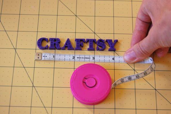 буквы из фиолетовой мастики