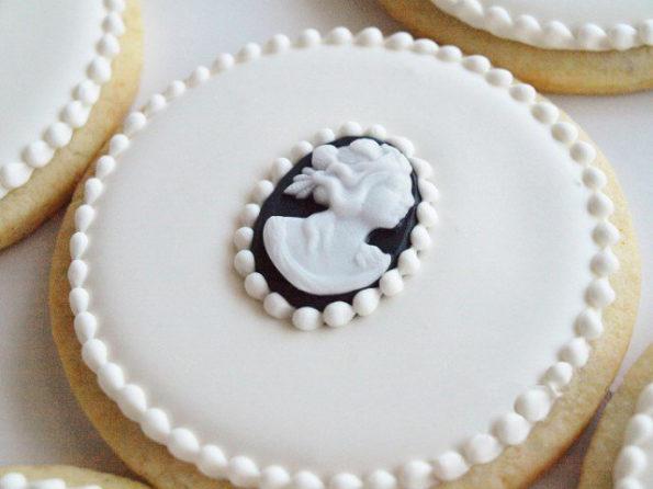 печенье украшенное мастикой черного и белого цвета