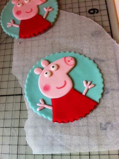 украшения для капкейков со свинкой пеппой