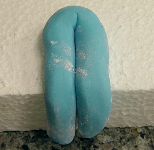 поместите штаны на пенопласт