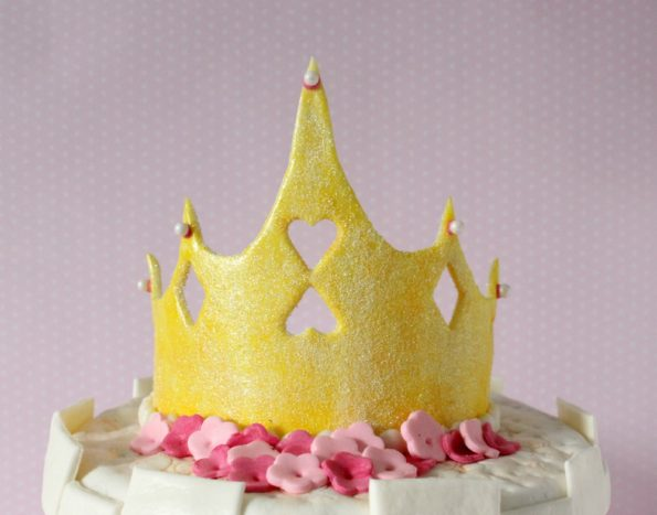 покрасьте корону желтым гелевым красителем