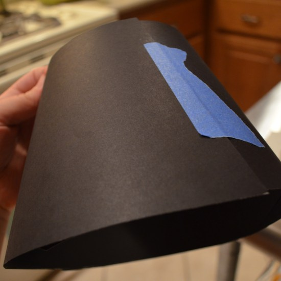 сделайте конус из бумаги
